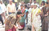 नगरसेविका सुनिता वाडेकर यांनी केले विकासकामाचे भूमिपूजन.