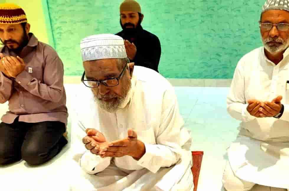 पिंपरी-चिंचवड शहरात 'बकरी ईद' घरोघरी नमाज पठण करून साधेपणाने साजरी...