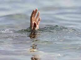 पाण्याच्या खोल डबक्यात बुडून वडिलांसह दोन मुलांचा मृत्यू...