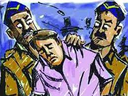 पोलीस अधिकाऱ्याशी झटापट, शिवीगाळ अनं धमकी..