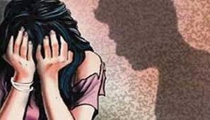 महिला शिक्षिकेला व्याजाने पैसे देण्याचे आमिष दाखवून बलात्कार..