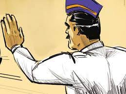 तळवडेत कर्तव्यावरील वाहतूक पोलिसाला तिघांची शिवीगाळ व धक्काबुक्की..