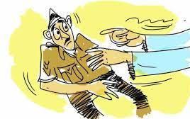 तडीपार आरोपीकडून पोलिसाची कॉलर पकडत गुंडागर्दी; जीवे मारण्याची धमकी..